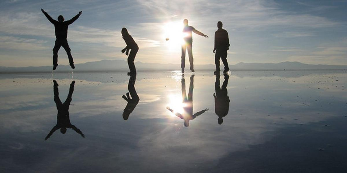 Bolivia Uyuni Salt Flat Sunset Tourists
