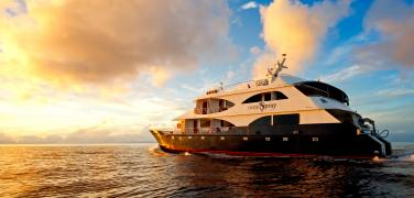 Galapagos Tours, Galapagos Luxury Cruises, Galapagos Ocean Spray